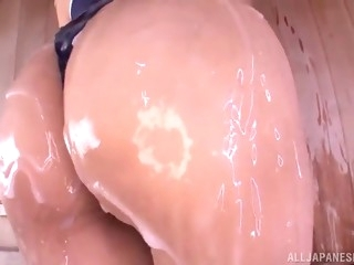 asian babe shows off her oiled up ass before masturbating